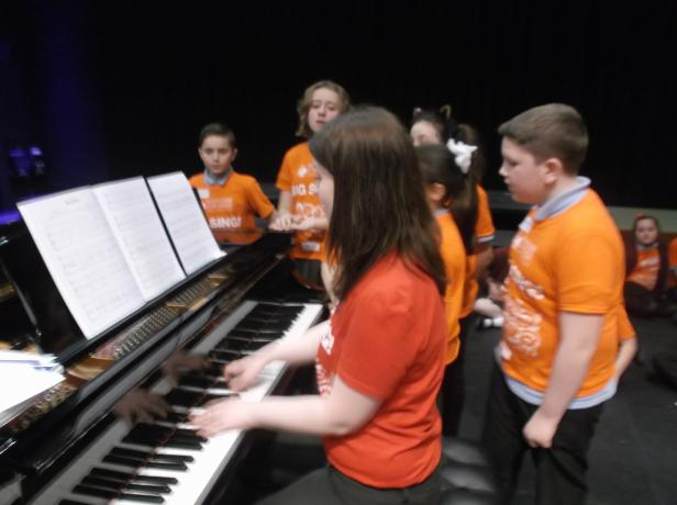 Rendcomb Big Sing Classes 10 & 11 2017 072
